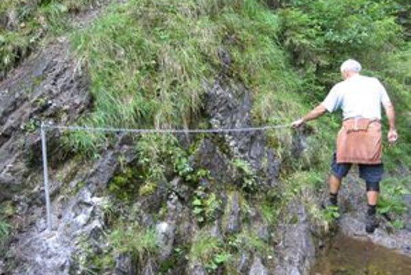 V Iľanovskej doline na nebezpečných miestach osadili reťaze.