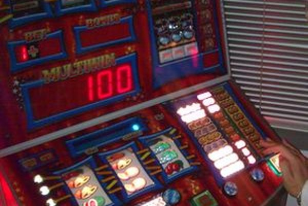 Jednorukí zlodeji, ako nazývajú hracie automaty, okrem iného, ožobračujú rodiny.