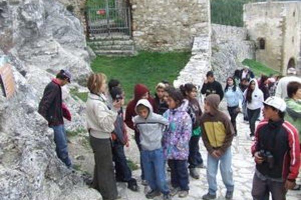 Deťom zo Špeciálnej základnej školy v Liptovskom Hrádku sa na exkurzii páčil aj Spišský hrad.