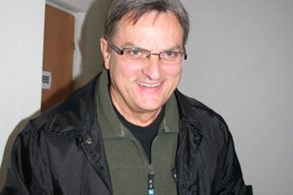 Mikuláš Konečný bol aj jedným z hlavných iniciátorov osadenia pamätnej tabule v Liptovskom Mikuláši pri príležitosti 20. výročia Nežnej revolúcie. Mikulášski demokrati ju osadili na budove optiky.
