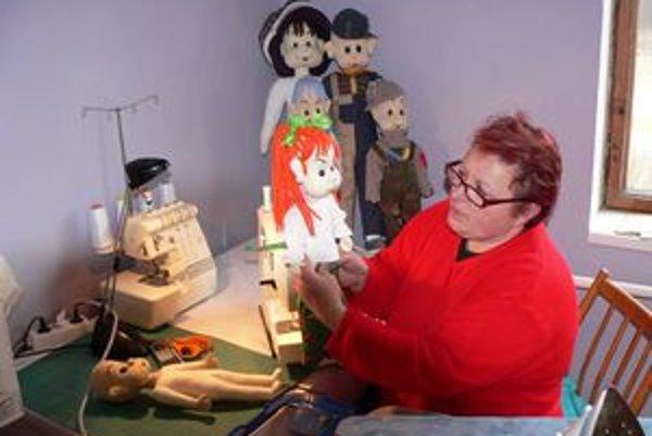 Bábiky sú originálne, Zuzka ich sama vymýšľa aj zhotoví.