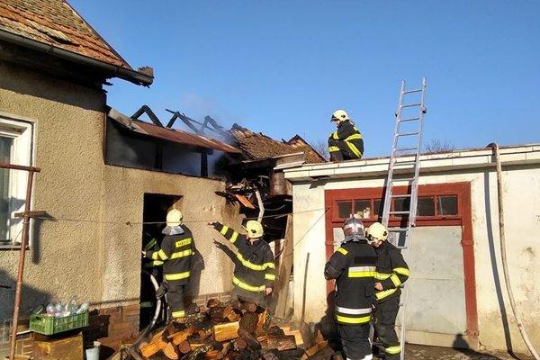 Počas zásahu hasičov.