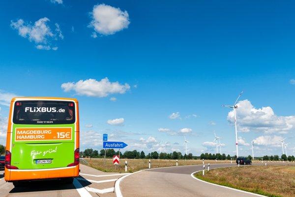 Zelený autobus od Flixbusu.