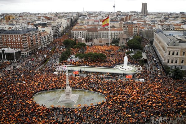 Mnohí demonštranti sa zišli na madridskom Plaza de Colón.