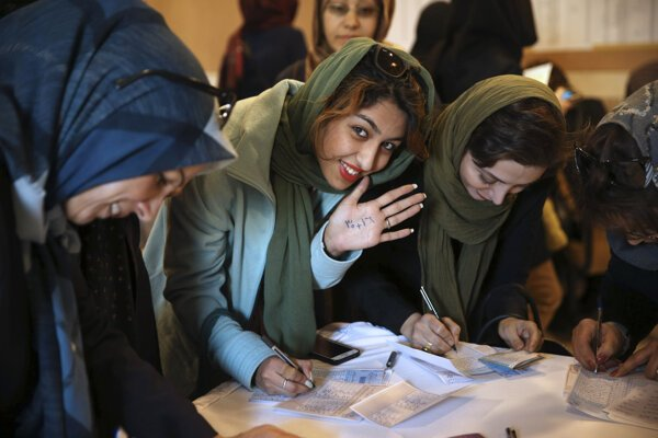 Volieb zúčastnilo približne 62 percent voličov.