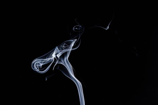 Klasické cigarety spotrebitelia opúšťajú.