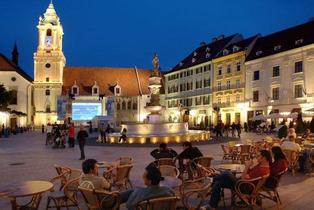 Hlavné námestie v. Bratislave so Starou radnicou.