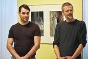 LUkáš Kibičina (vľavo) a Miki Dudáš na otvorení výstavy.