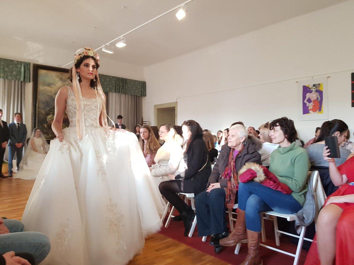 b2a4891876b5 Móda v kaštieli  Predviedli spoločenské a svadobné šaty (+FOTO ...