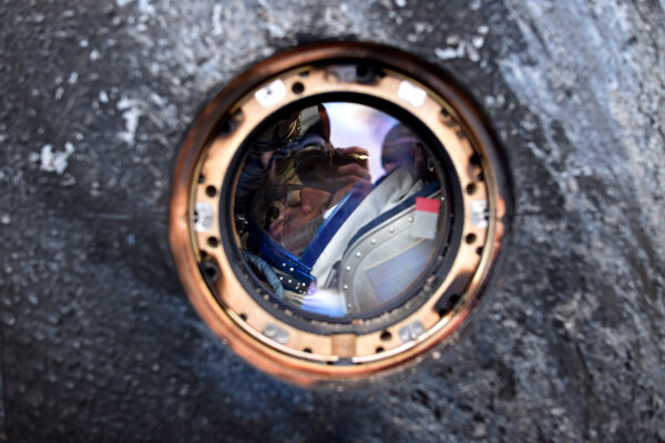 Pristávací modul Sojuz s ruským kozmonautom Michailom Kornijenkom.