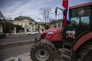 Farmári pred Úradom vlády v Bratislave.
