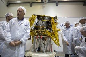 Izraelskí technici pri mesačnej sonde Berešit.