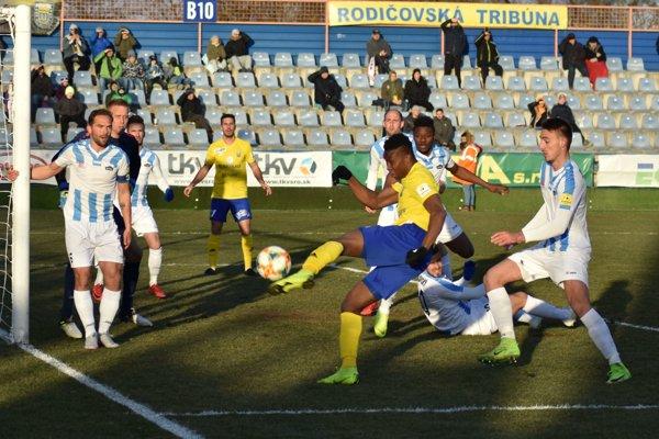 V súboji Michaloviec s Nitrou sa uzimení diváci gólu nedočkali.