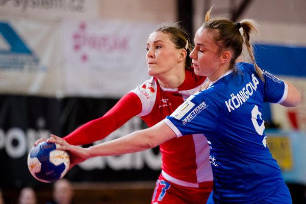 Na snímke dve odchovankyne UDHK Nitra - Martina Tulipánová a Barbora Königová.
