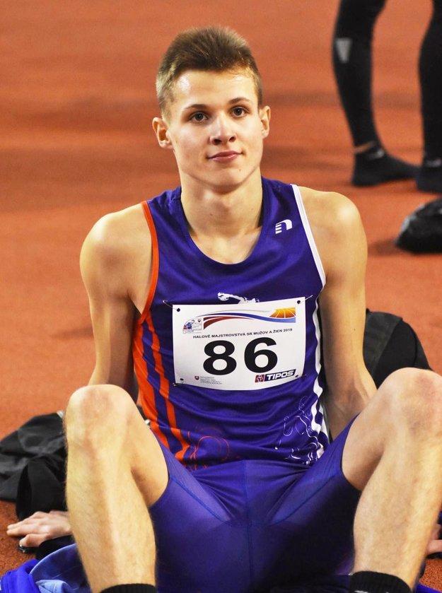 Patrik Dömötör má 18 rokov.