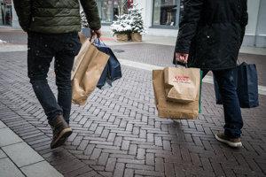 Nemci sú menej ochotní nakupovať drahé veci. (ilustračné foto).