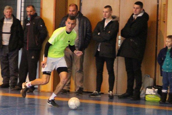 Maroš Bednár sa blysol v Trstenej 11 gólmi.