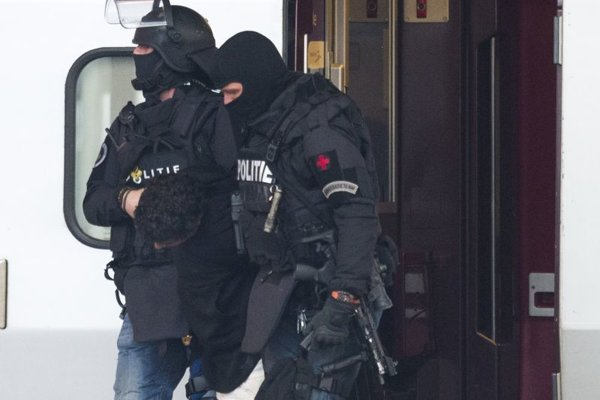 Príslušníci protiteroristickej jednotky holandskej polície.