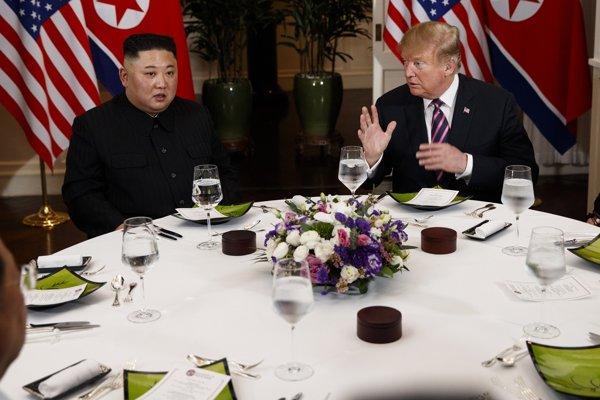 Trump s Kimom absolvovali aj spoločnú večeru.