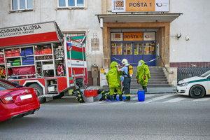 Na mieste zasahovali hasiči aj pracovníci z Kontrolného chemického laboratória CO z Nitry.