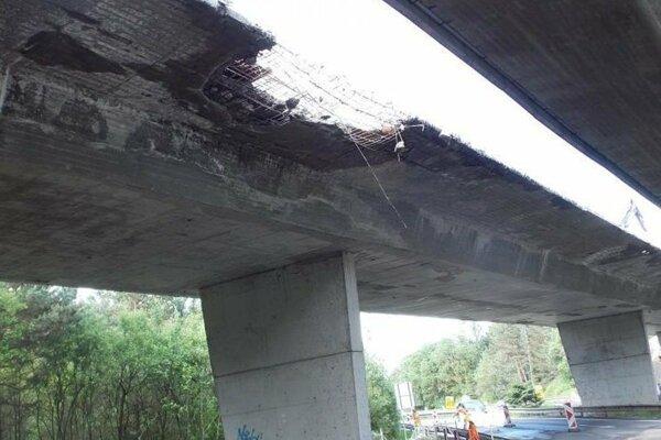 Most pri Liptovskom Hrádku treba zvaliť a postaviť nanovo.