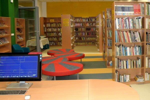 Detské oddelenie v handlovskej knižnici vybavili novým nábytkom.