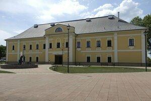 Kaštieľ v Snine pozýva na vernisáž výstavy Mýtus3, ktorá sa začne o 17.00 hod.