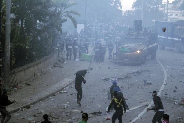 Piatkový protest v Alžírsku.