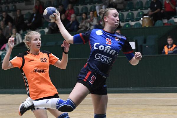 Martina Popovcová (vpravo) zaznamenala 15 gólov.