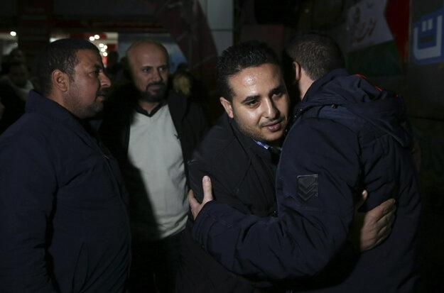 Palestínski pútnici sa lúčia pred odchodom do Mekky.