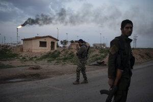 Bojovníci Sýrskych demokratických síl museli spomaliť ofenzívu proti Islamskému štátu.