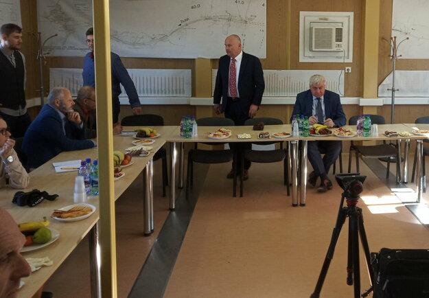 Minister dopravy a výstavby Árpád Érsek v stredu opäť navštívil stavenisko tunela Višňové.