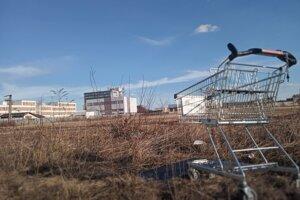 Podľa plánov developera mal vyrásť na bývalom atletickom štadióne Spojov Retail park.