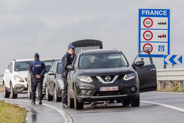 Belgicko obnovilo kontroly na hraniciach s Francúzskom.
