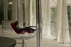 Vo vile Tugendhat bola v dejinách architektúry prvýkrát použitá oceľová nosná konštrukcia v súkromnom dome. Stropy drží 29 oceľových stĺpov s krížovým profilom.