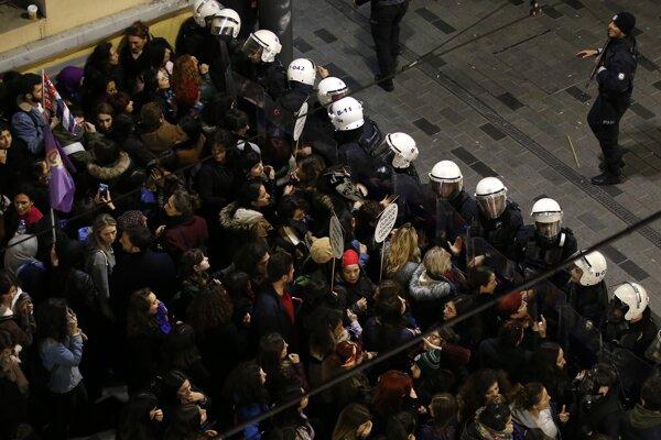 Protest rozohnala polícia.