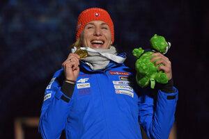 Anastasia Kuzminová získala zlato v šprinte na MS v biatlone 2019.