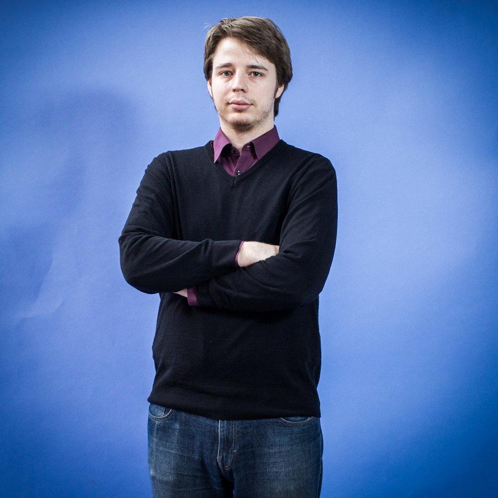 Filip, 21 rokov, študent, Poprad. Voliť pôjdem, pretože to vnímam ako svoju povinnosť a pretože chcem pre Slovensko lepšiu budúcnosť a chcem, aby boli vo vláde ľudia, ktorí zmenia veci k lepšiemu. Nesúhlasím s názorom, že jeden hlas nemá žiadnu silu, pretože tu ide o milióny hlasov a každý hlas zaváži, keď sa to zráta. Vyberal som si podľa programu. Budem krúžkovať jednotlivcov.