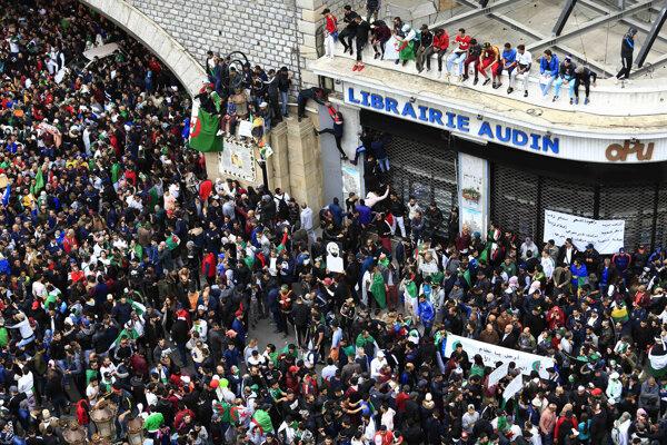 Protesty v Alžírsku.