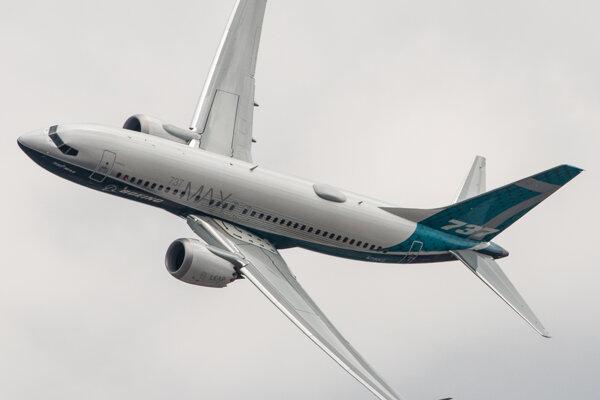 Boeing 737-MAX spoznáte podľa rozdvojených koncov krídel, ktorým sa vleteckom žargóne hovorí winglety.