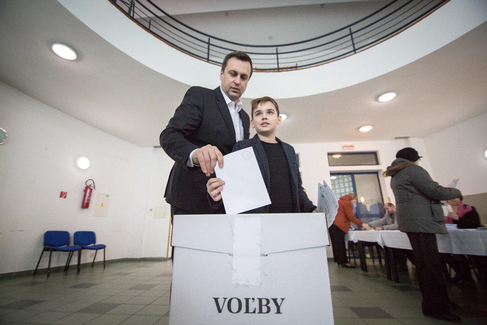 Predseda Slovenskej národnej strany Andrej Danko so synom.