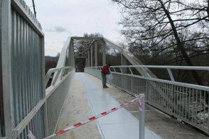 Most ešte v pondelok (11.3.) natierali.