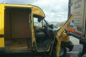 Pri nehode sa zranili dve osoby.