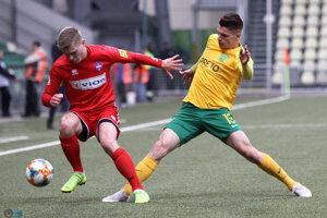 Vladimír Majdan (vpravo) v zápase proti Zlatým Moravciam.
