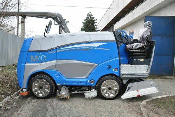 Na zimnom štadióne majú nové zariadenie na úpravu ľadovej plochy.
