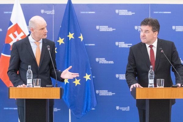 Minister zahraničných vecí Holandska Stef Blok a minister zahraničných vecí a európskych záležitostí SR a úradujúci predseda Organizácie pre bezpečnosť a spoluprácu v Európe Miroslav Lajčák.