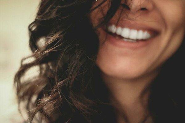 Bielenie zubov je lepšie prenechať odborníkom.