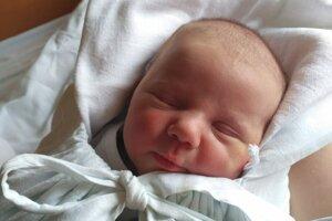 OLIVER Minár z Levíc sa narodil 21. februára Viktórii a Radovanovi Minárovcom. Chlapček po narodení vážil 3,6 kg a meral 50 cm.