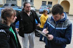 Petícia pred volebnými miestnosťami. V Ružomberku sa tak nestalo prvý raz.