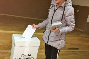 """Po siedmej večer bolo v Zábiedove odvoliť prezidenta takmer 40 percent voličov. Komisia nepredpokladá, že by prekročili päťdesiat percent. """"Aj táto účasť je fajn."""""""